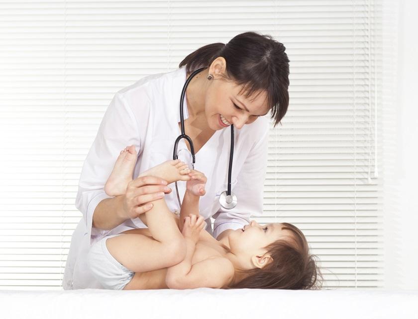Baby hos doktor 01