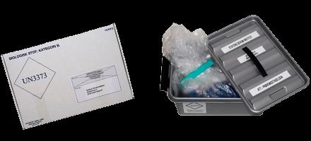 Yderemballage - papæske og plasticpose i plastickasse